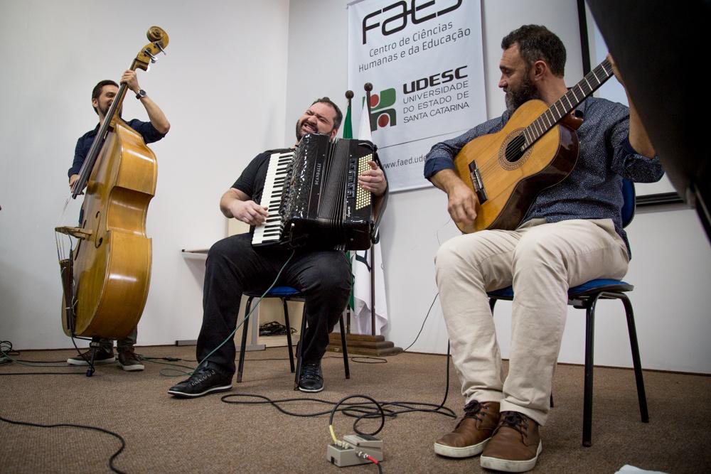 Apresentação musical durante abertura do CONEPED